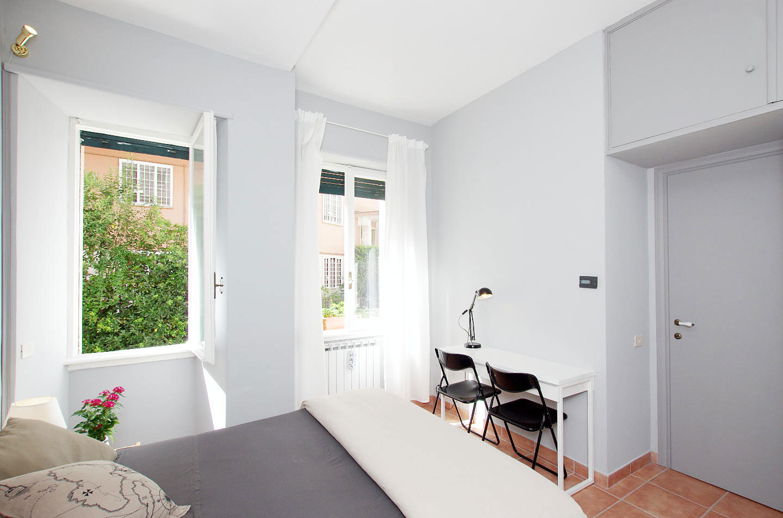 Caminetto angolare moderno for Letto scrivania